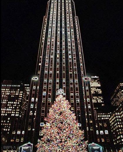 christmas tree at rockfeller center new york city