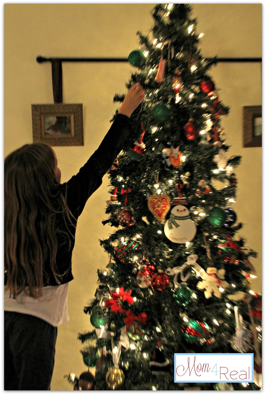 Real christmas tree decorating ideas - So Do You Do A Fancy Tree Or Let The Kiddos Decorate One Day I Will Have A Fancy Tree But For Now I Am Happy To Have My Babies At Home Decorating