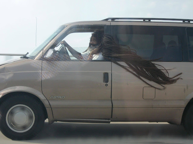 Levando o cabelo para pasear de carro