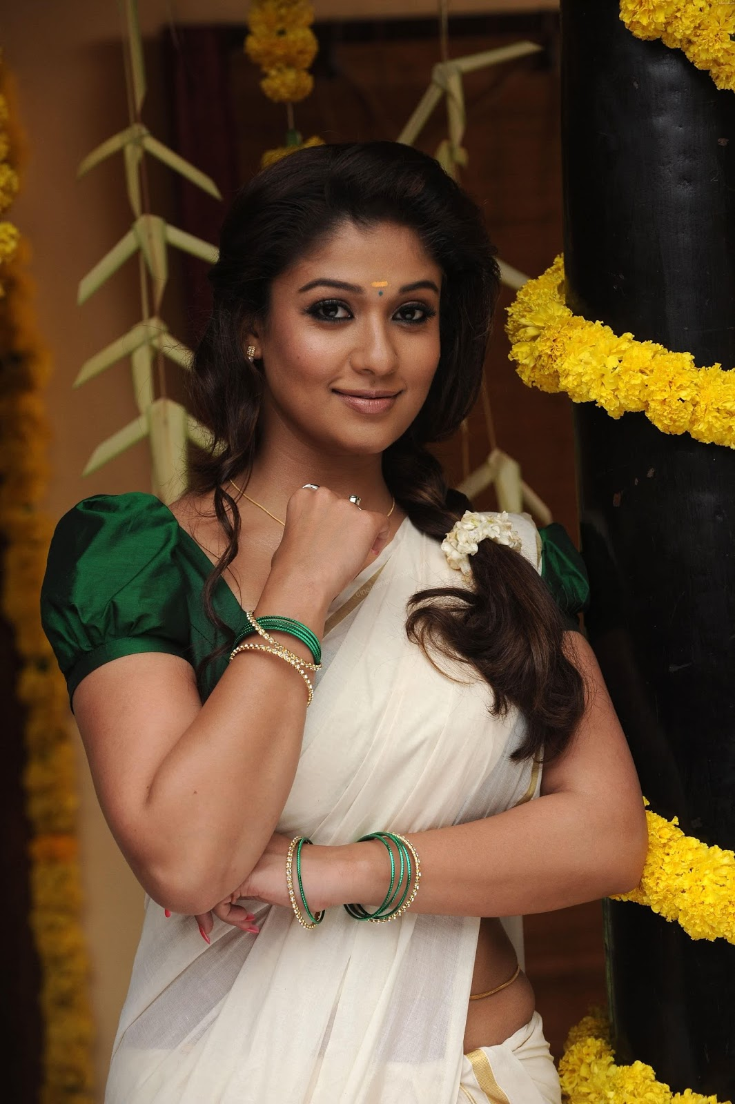 Nayanthara Hot Stills In Saree Photos Indian Actress Wallpapers Photos And Movie Stills