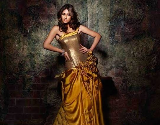 ILeana Latest Hot Saree Wallpapers