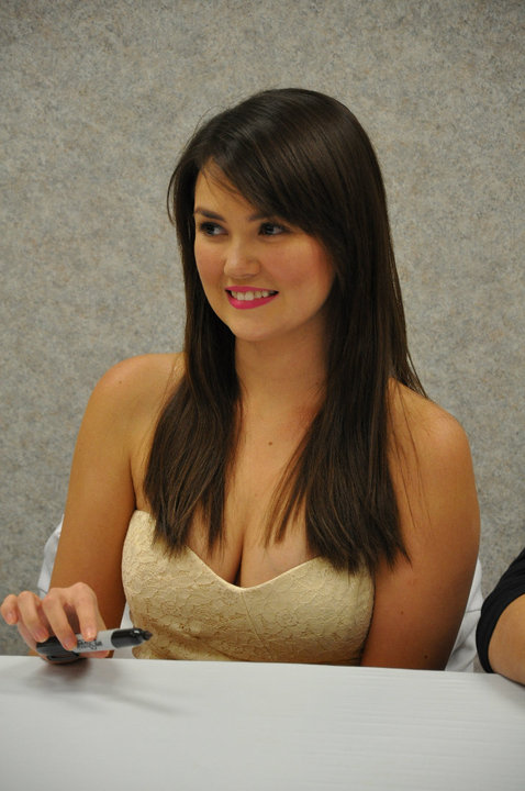 angelica panganiban sexy boob cleavage photo 08