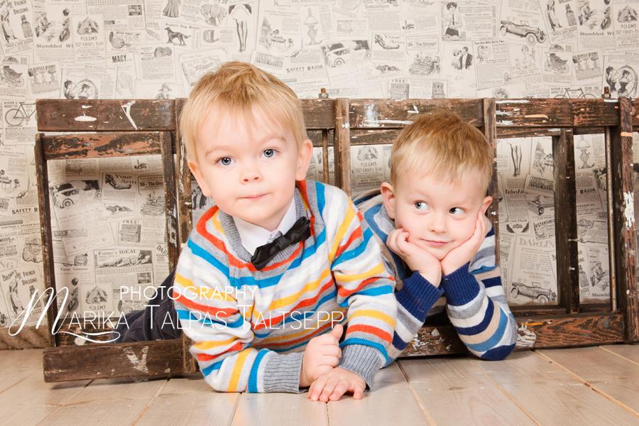 vennad-redeliga-põrandal