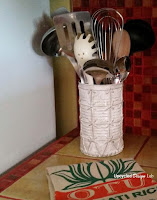http://www.upcycleddesignlab.com/2015/06/upcycled-tin-can-to-faux-ceramic-kitchen-utensil-holder.html