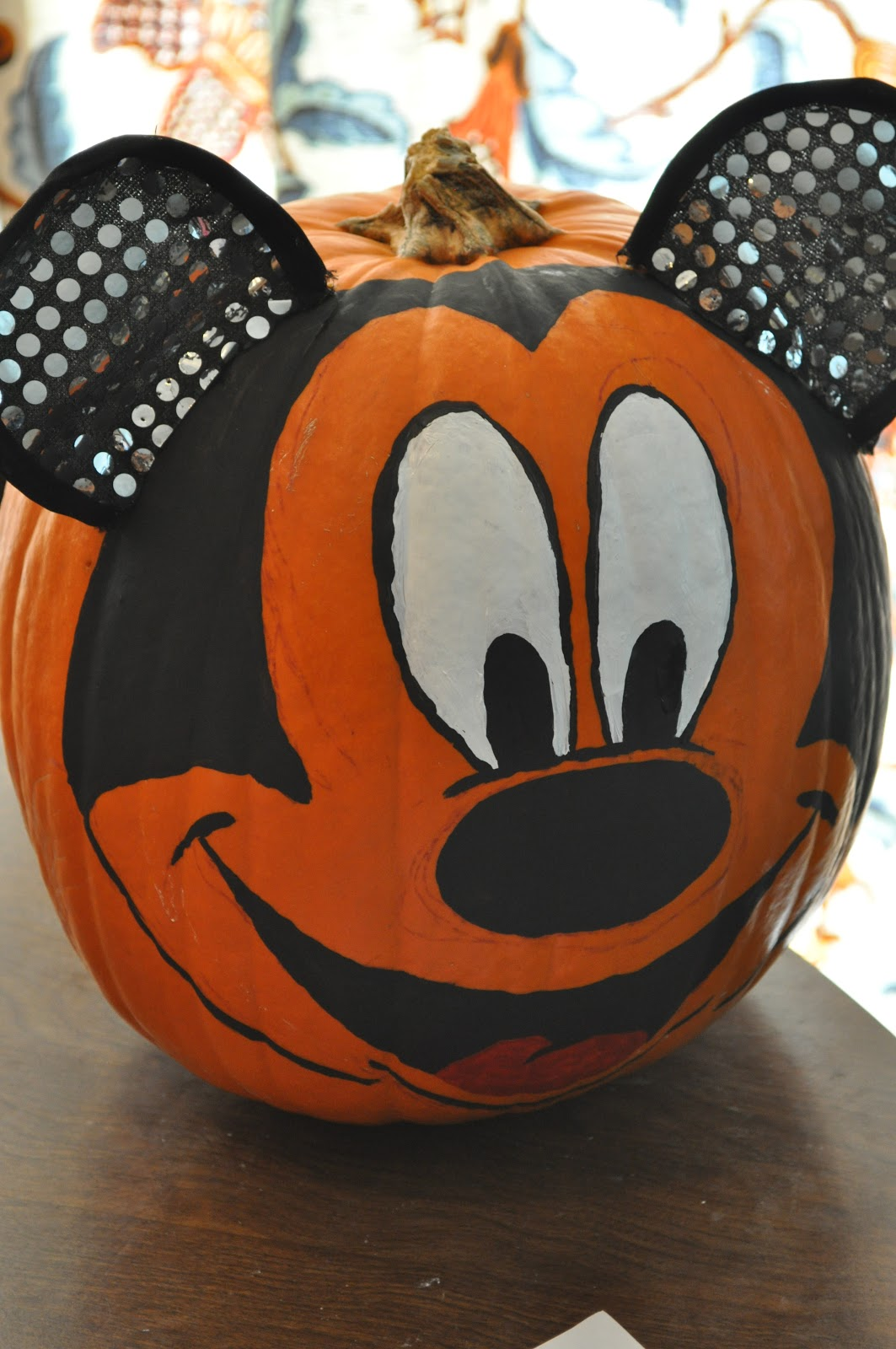 Mickey mouse pumpkin for How to paint a mickey mouse pumpkin