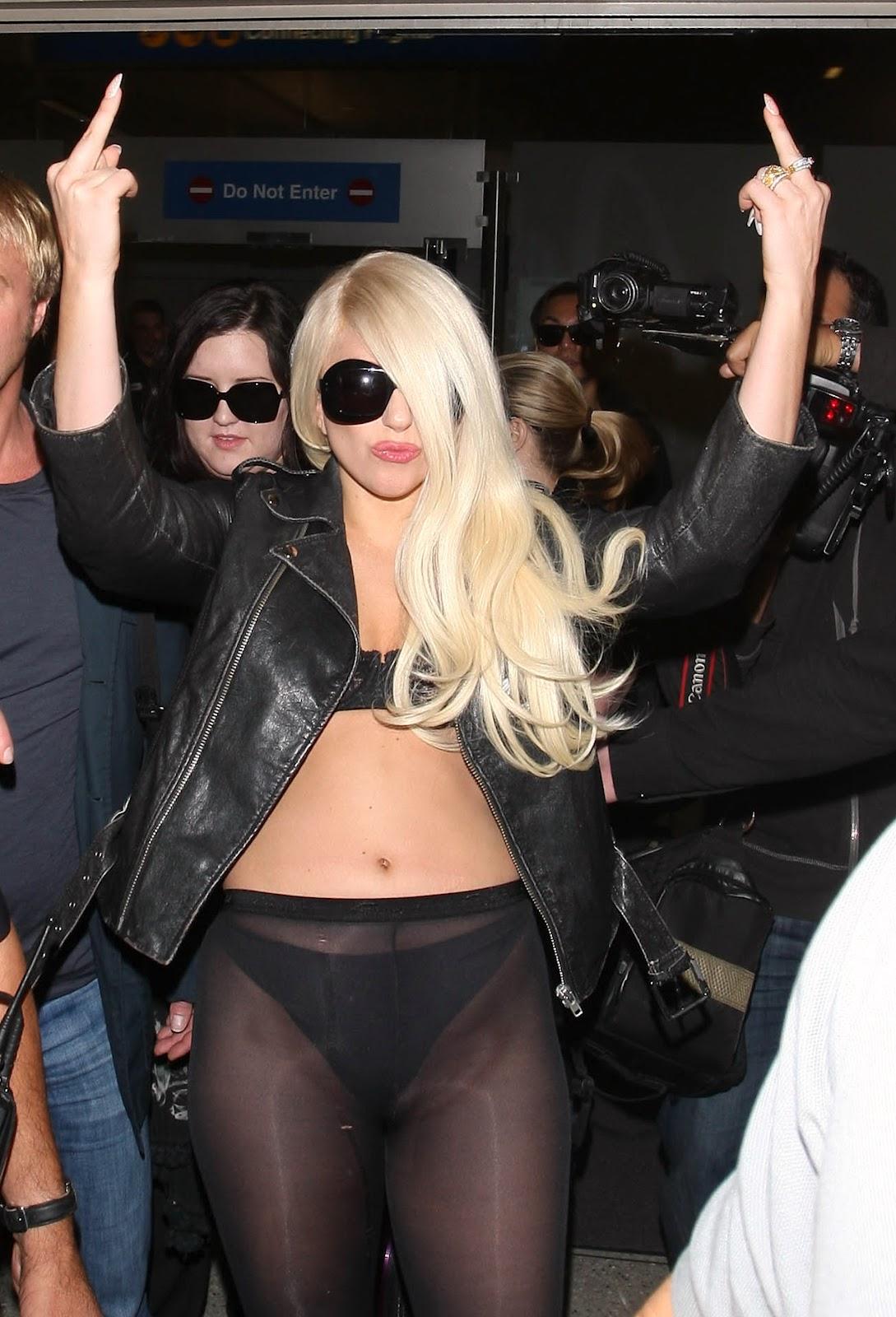 http://3.bp.blogspot.com/-BhARoxJoK4k/T_uBz1QIWzI/AAAAAAAAKVQ/8oh_BNBcXwQ/s1600/Lady+Gaga+puts+on+a+show+at+LAX+Airport+July+9th+2012.jpg
