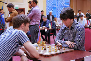 Échecs à Astana : Alexander Grischuk (2763) a mis le feu dans les matchs aller du Blitz avec 8 victoires, 5 nulles et deux défaites. Il mène 10,5/15 - Photo © ChessBase