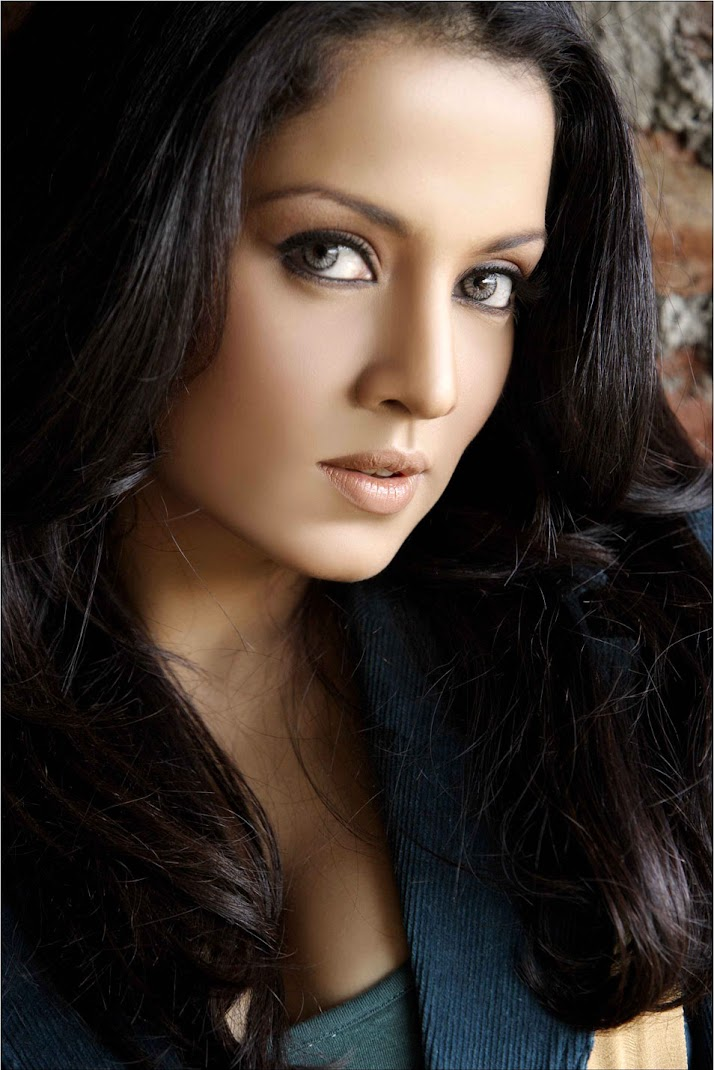 Celina Jaitley Hot Pics