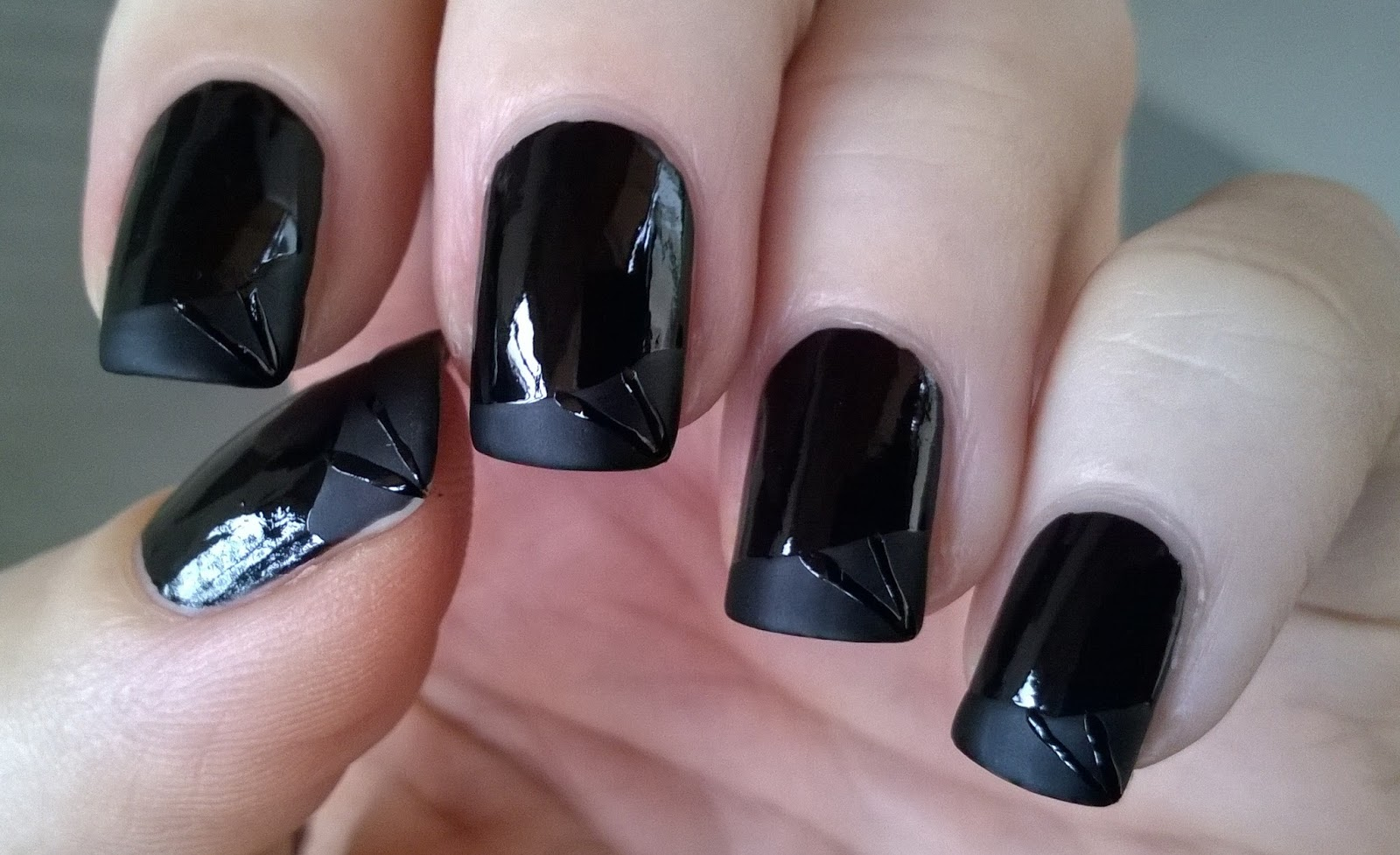Life World Women: Matte & Glossy Black Nail Art / Matte French Tip Nails