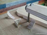 Cortar esquinas con caladora de mesa. www.enredandonogaraxe.com