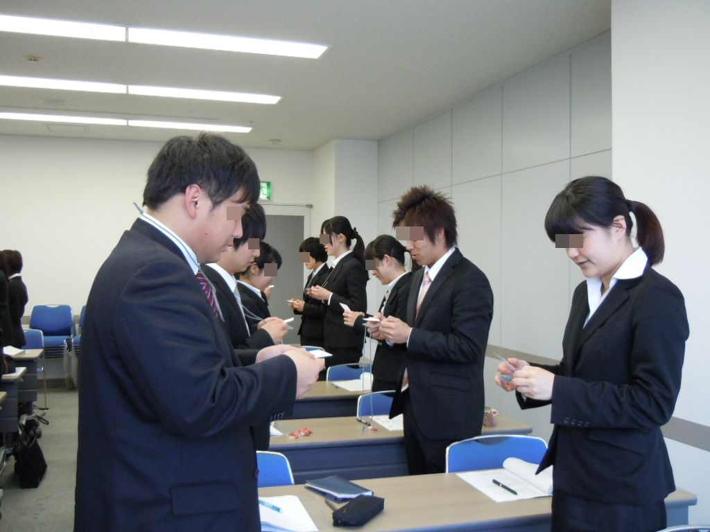 Japans unique new grads job hunting 2 the new hired join a division which they are assigned the section is not necessarily related to what the new employee wants to do or can do by utilizing reheart Gallery