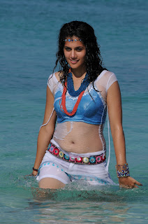 Tapsee Panu Beach Side spicy Pics HQ Must See