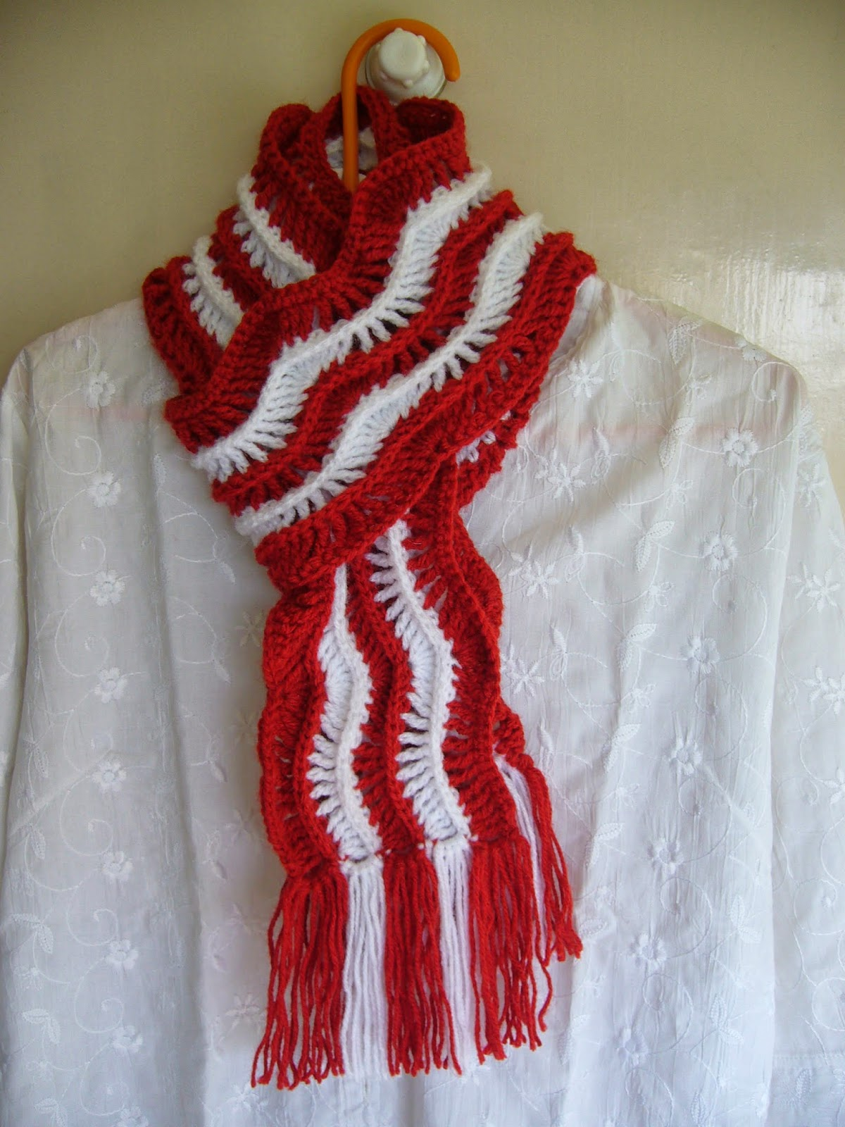 Crochet red and white ripple scarf