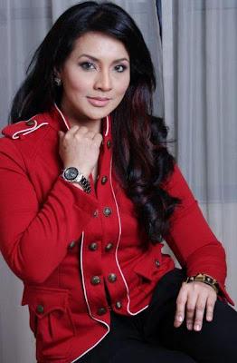 Norish Karman sebagai Puan Sri Maryam