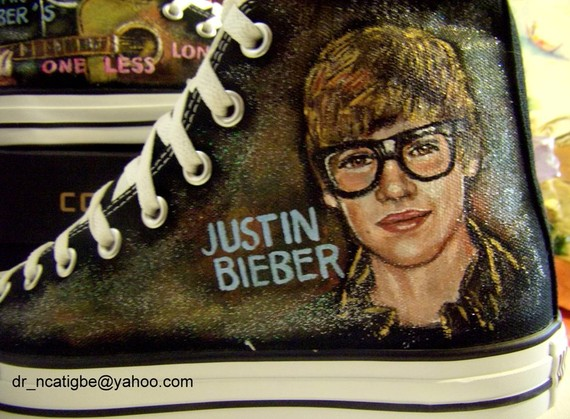 justin bieber feet pictures. Justin Bieber under your feet