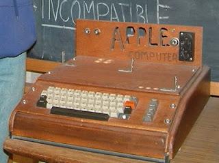 Komputer keluaran Pertama Apple