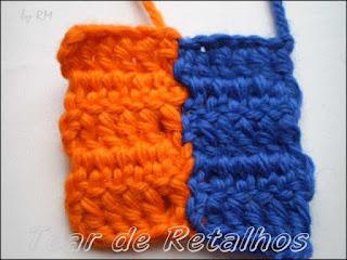 Duas amostras de crochê unidas com costura de pontos invisíveis.