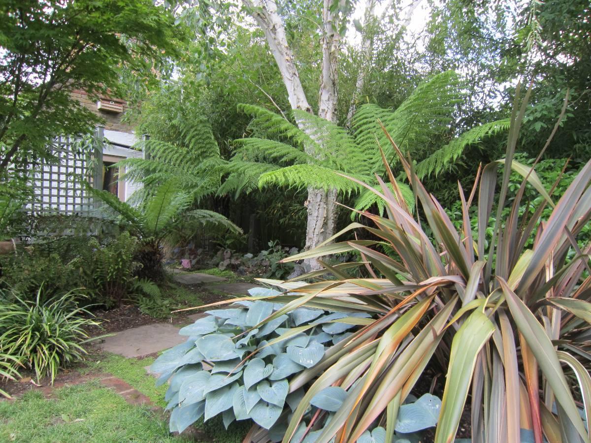 Pin balinese garden design on pinterest for Balinese garden design