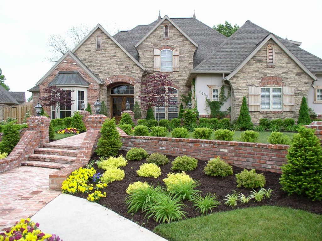 Front yard landscaping ideas dream house experience for Easy care front gardens