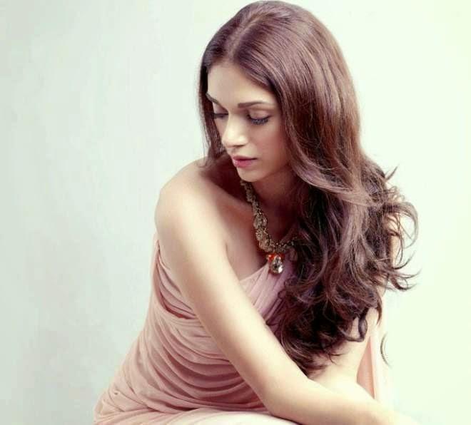 Aditi Rao Hydari Latest Hot Photos
