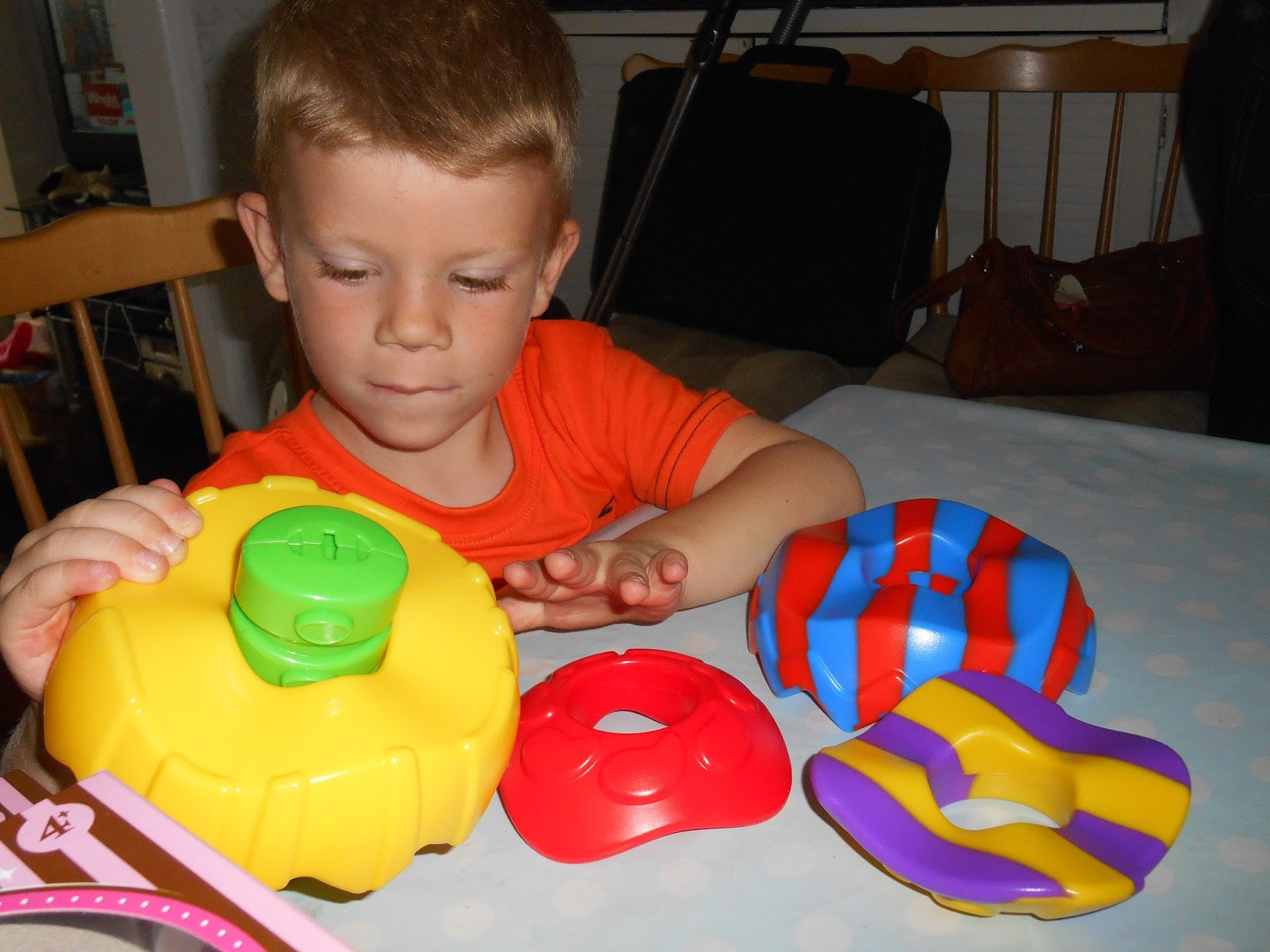 Madhouse Family Reviews Little Tikes Connect A Ball review