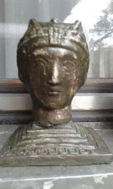 SUVENIR-figurica :  Carica Teodora,izrađena od jakog materij