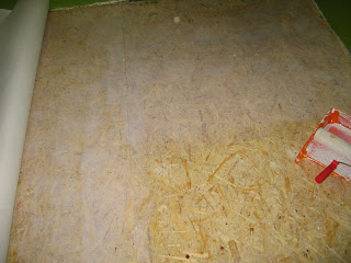 пол на кухне - нанесение клея и настил линолеума