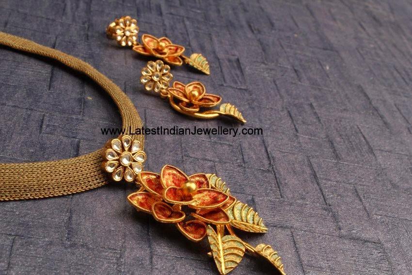 Fancy Gold Necklace Floral Pendant
