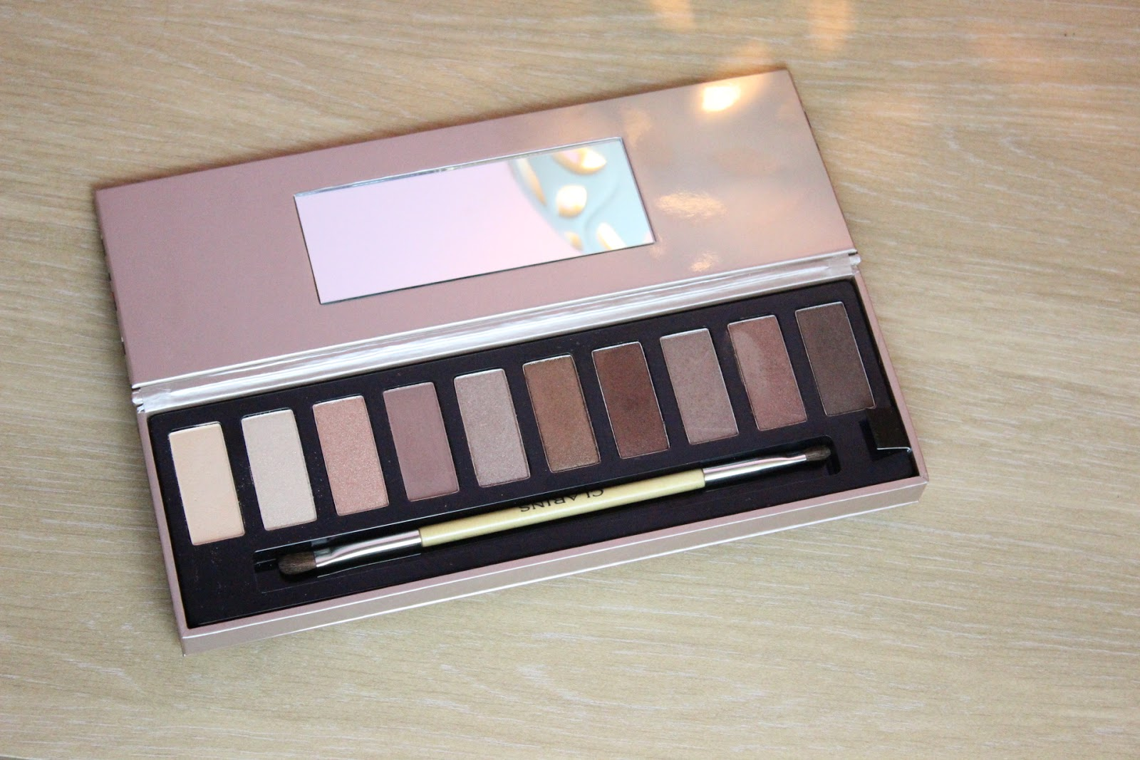 a close up look of clarins essential palette