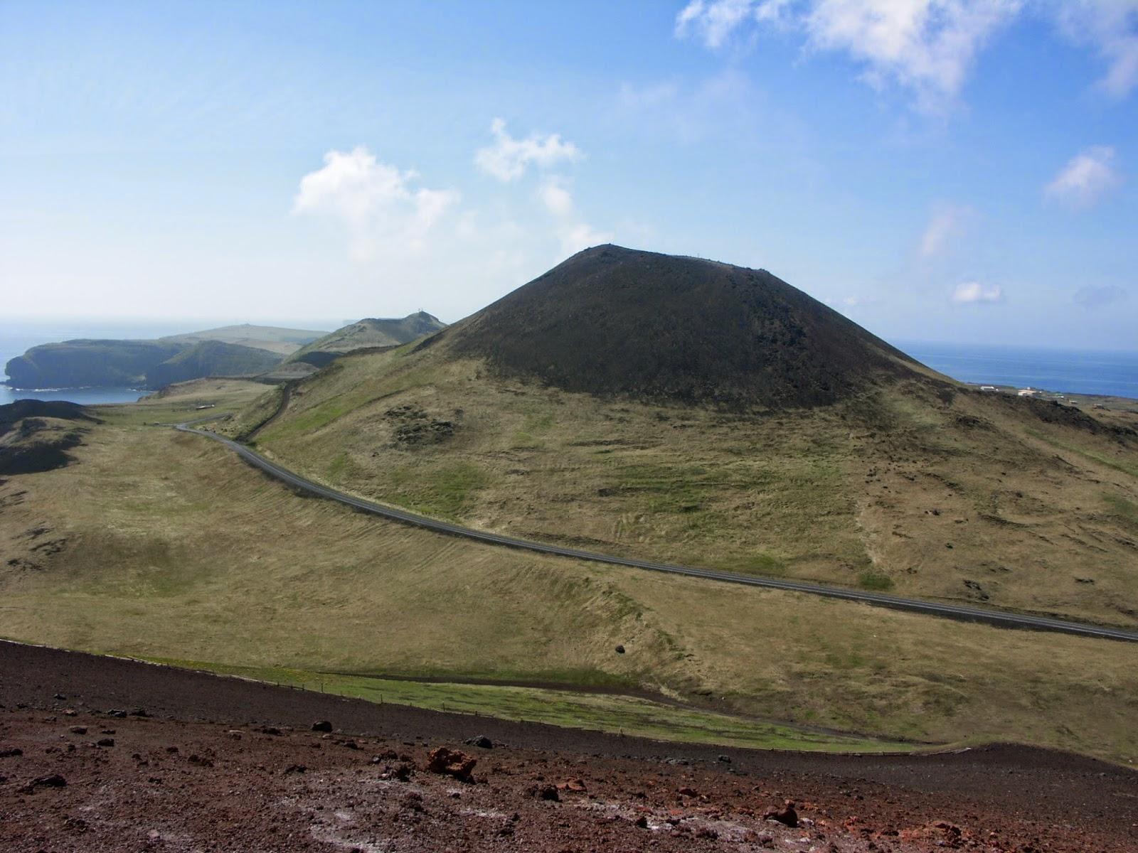 5 Pulau Vulkanik Paling Menakjubkan di Dunia