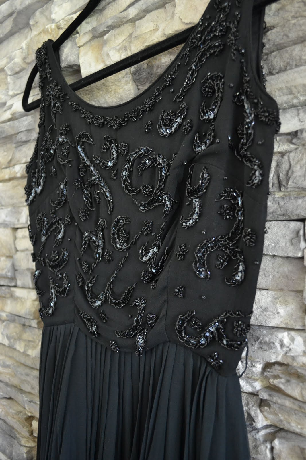 black vintage dress love the sparkle bridesmaid dresses pinterest vintage dresses. Black Bedroom Furniture Sets. Home Design Ideas