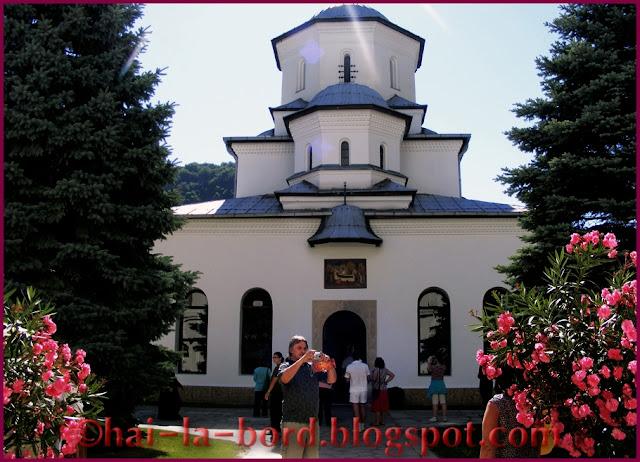 biserica manastire Tismana