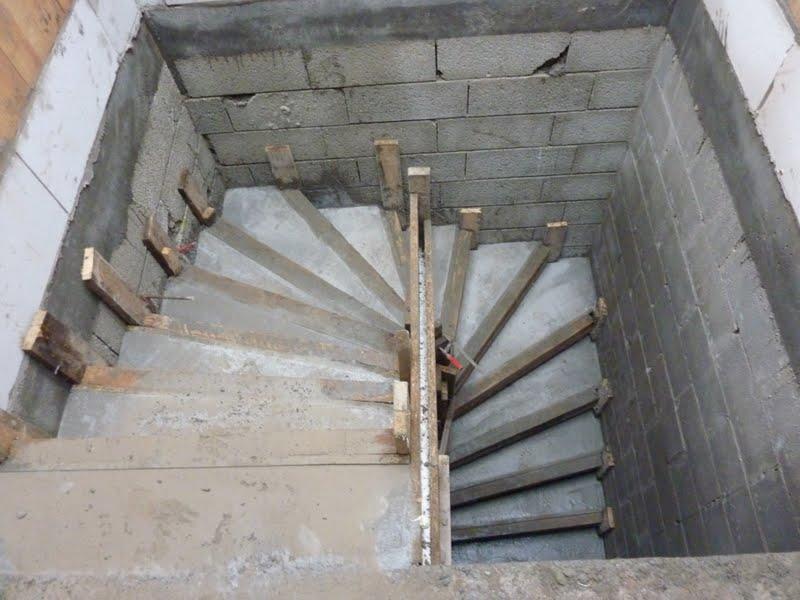 Construction Misspaupa Et Lowen Bton Cage DEscalier  Dalle Rez