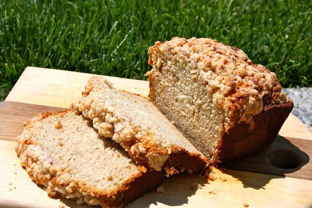 Banana Bread with Cinnamon Crumble