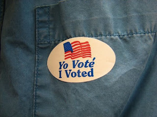 A bilingual 'I voted' sticker from the US