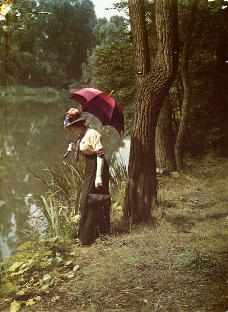 Woman by pond, ca. 1906-12.  Lumiere brothers #antique #autochrome #woman