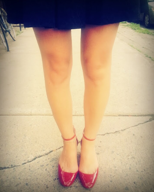 red shoes black flared zara skirt girl fashion