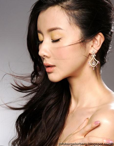 Foto Gaun Artis China Sun Fei-Fei Melorot | Fashion Show