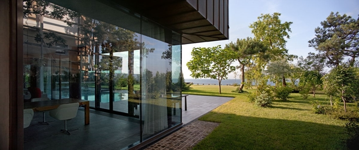 Glass wall of Contemporary house in Ukraine by Drozdov & Partners
