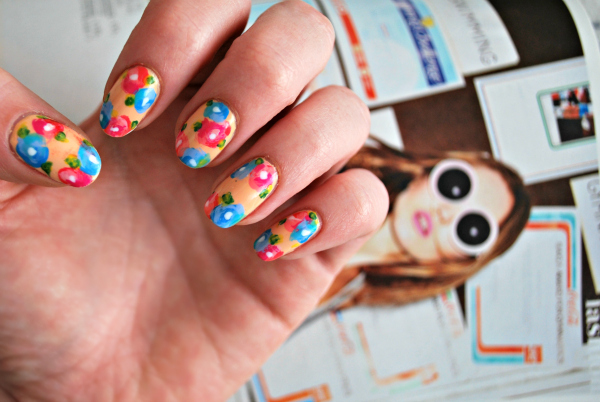 how to draw flower petals on nails