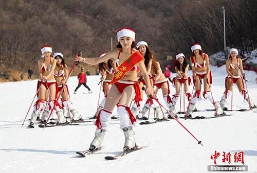 Dàn người đẹp Trung Quốc mặc bikini đua nhau trượt tuyết trong băng giá