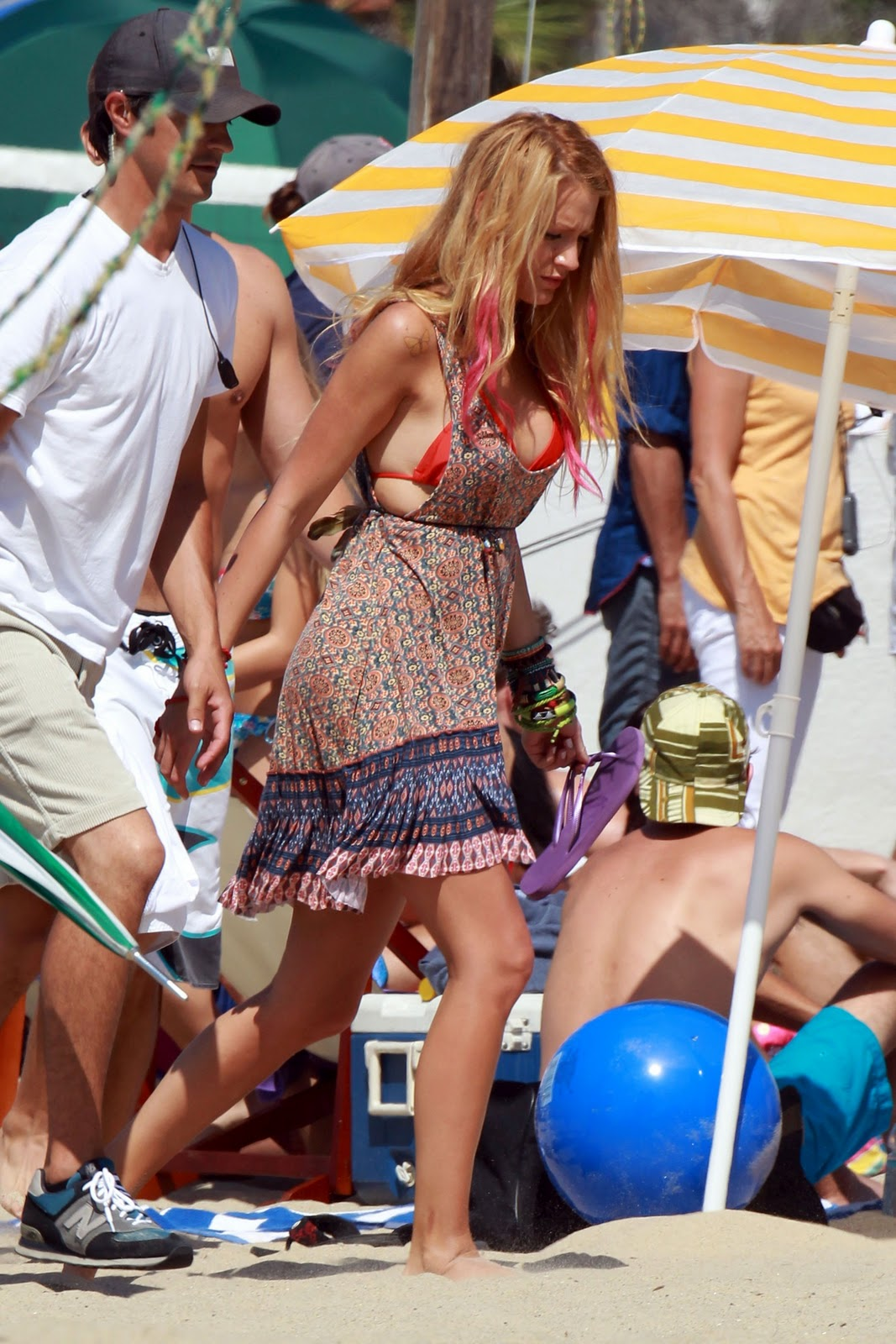 Райан Рейнольдс и Блейк Лайвли отдыхают с друзьями на пляже