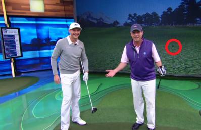 Jamie Sadlowski rompiendo un simulador de Golf