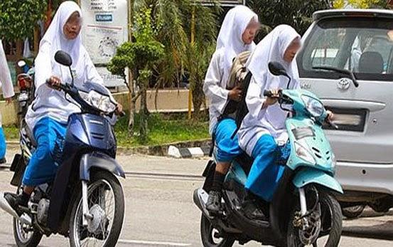 Remaja Perempuan Tingkatan Tiga Mengandung Anak Bangla