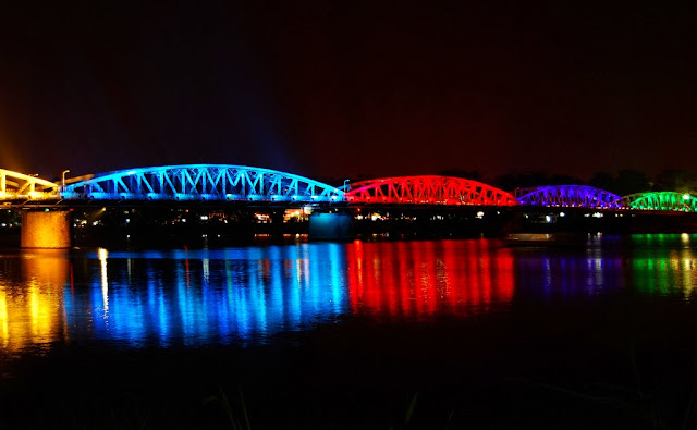Trang Tien Bridge by night