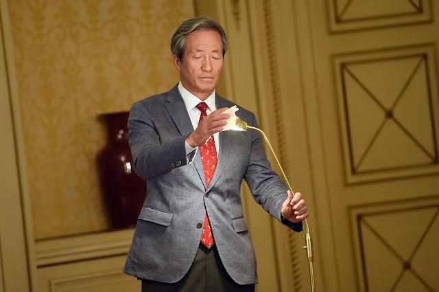 Milionário sul-coreano diz que precisa de quatro anos para reformar Fifa (Foto: Stephane de Sakutin/AFP)