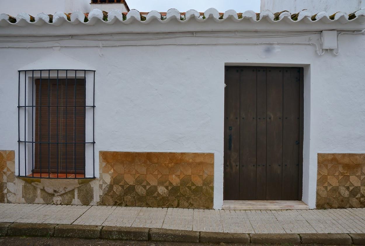 Alor zocalos rese a de una fachada - Zocalos de fachadas ...