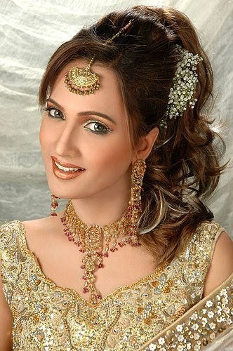 Hairstyles For Long Hair Pakistani Pictures : Fashion Ki Dunia: Pakistani Bridal HairStyles for womens 2013