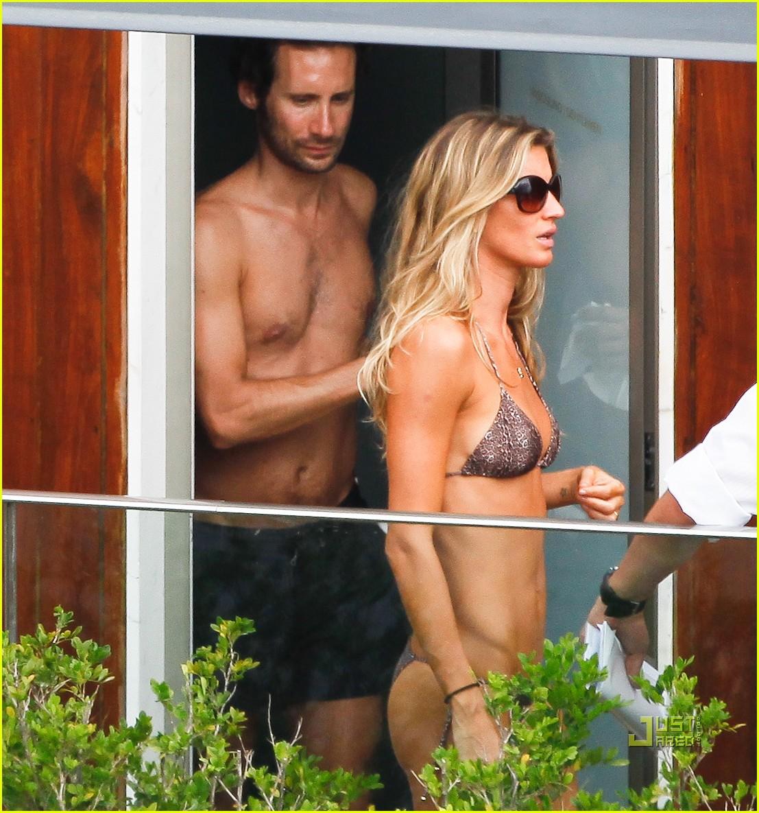 http://3.bp.blogspot.com/-Bl_6i1HYmKk/Tz1zgQj4aNI/AAAAAAAAGEw/Juz9EPq4nKI/s1600/gisele-bundchen-bikini-hotel-pool-brazil-02%255B1%255D.jpg