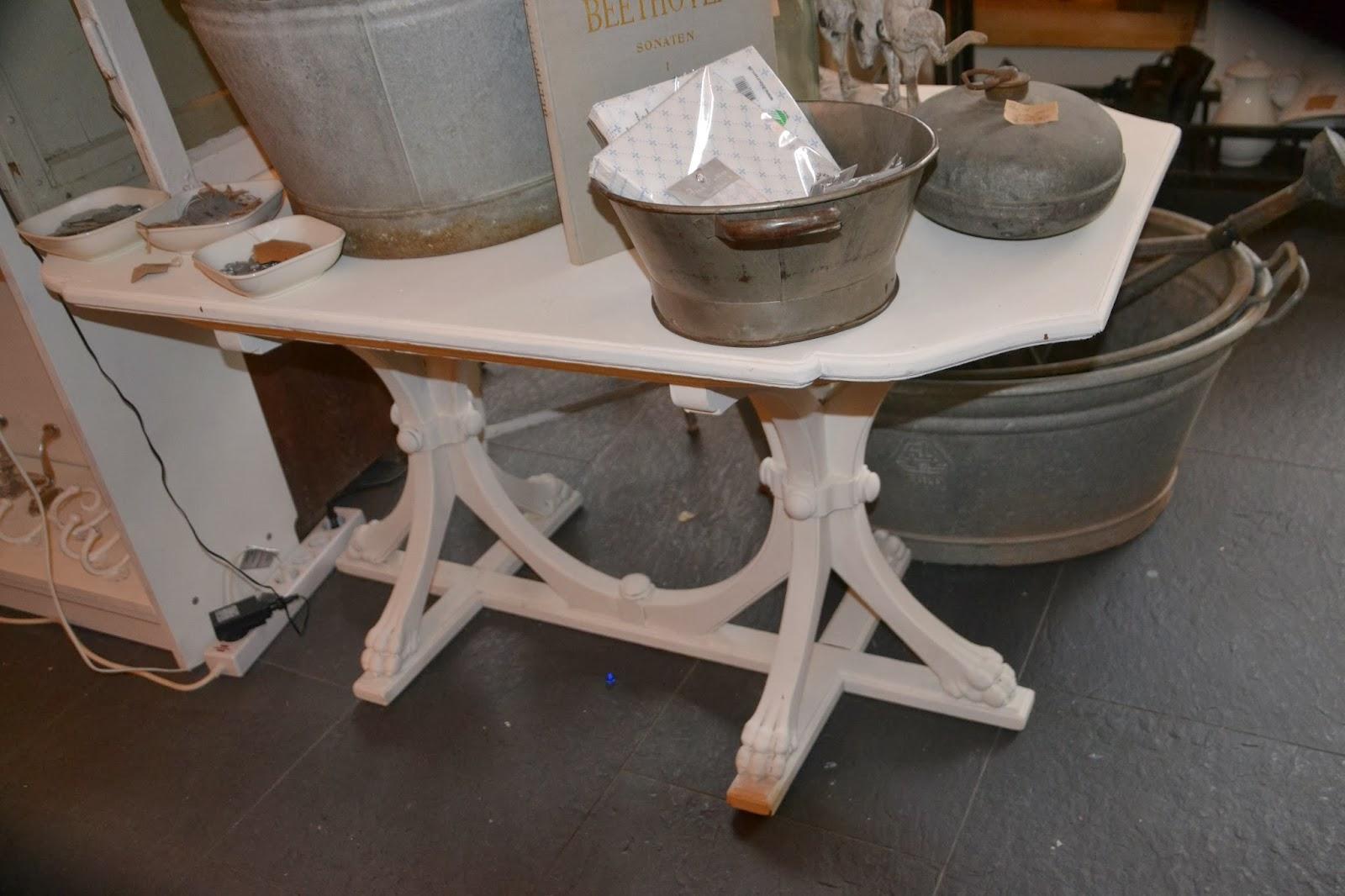 Wohnzimmertisch Weis : Möbel im shabby chic, gestrichen mit matt ...